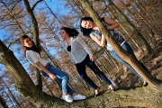 Girls and the trees, photo