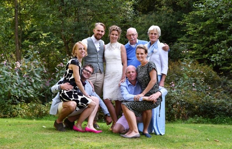 Groepsfoto van het bruidsgezelschap
