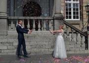 Bruidspaar en confetti