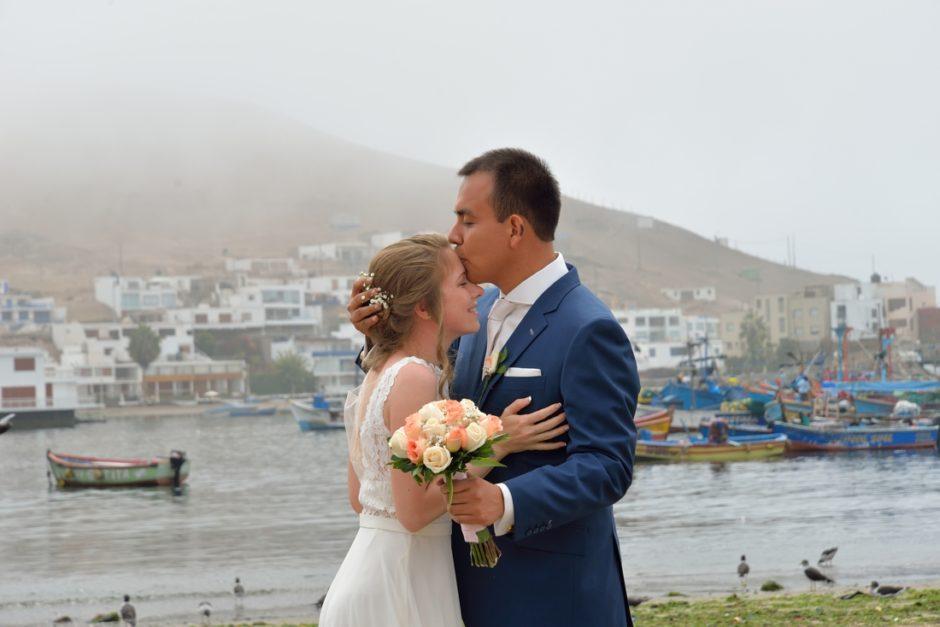 Bruidspaar in de haven in Peru.