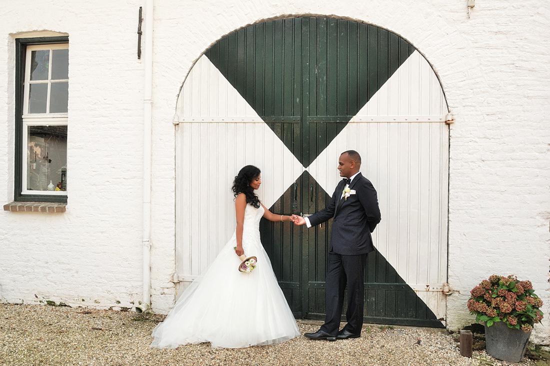 Bruiloft bij herberg de Bongerd in Beesel, eerst maken we foto's bij  kasteel Nieuwenbroeck
