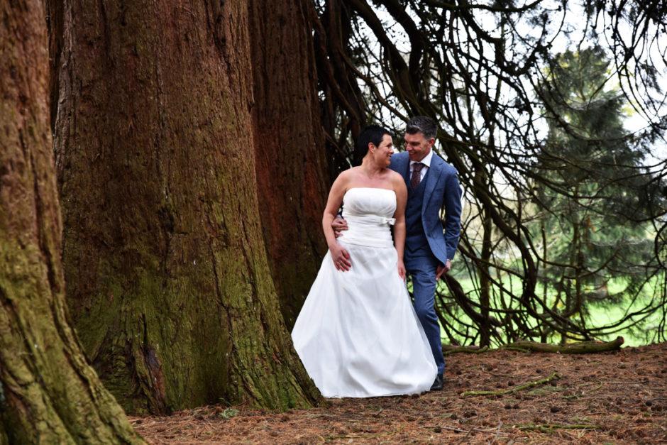 Bij landgoed Rhederoord staan prachtige bomen voor je trouwfoto's.
