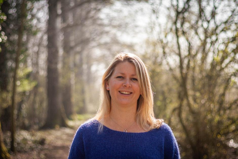 Trouwfotograaf uit Limburg geeft tips, ze beveelt deze huwelijksleverancier aan voor hulp bij de trouwgeloften.